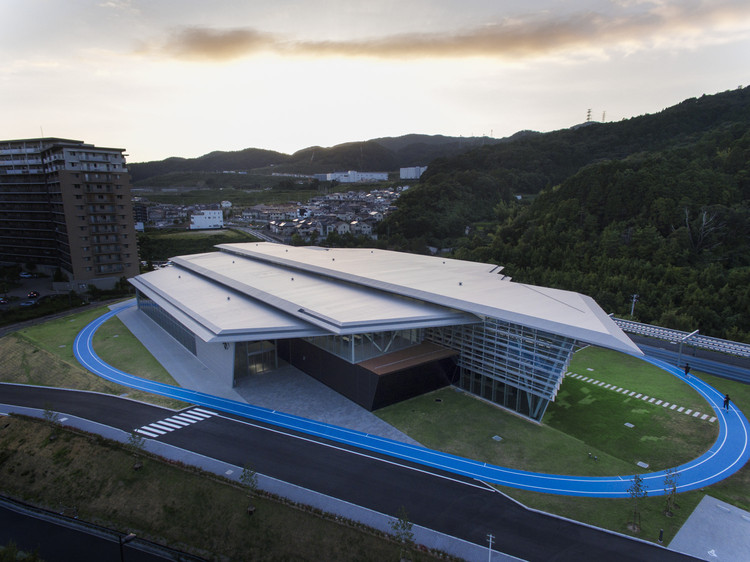 Descente Innovation Studio Complex / Takenaka Corporation, © Nacasa & Partners Inc.