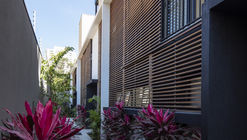Casa Jardim Quattro Brooklin / Lucia Manzano Arquitetura + Paisagismo