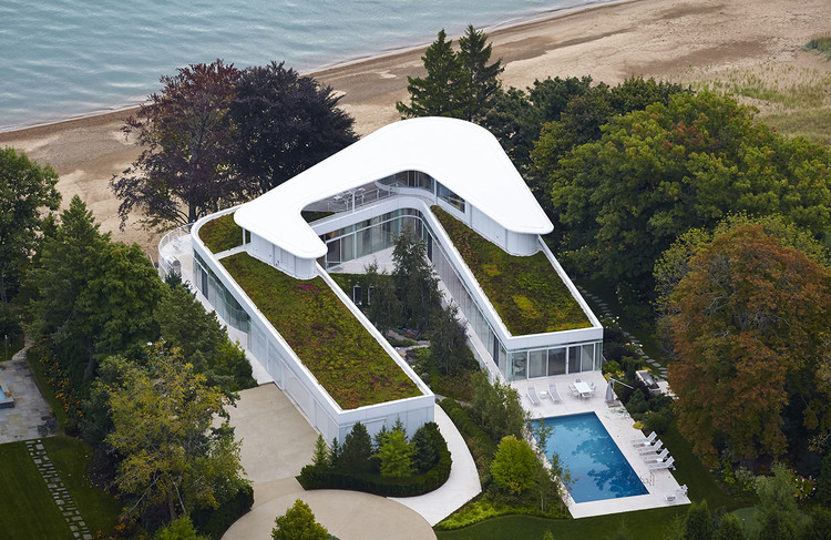 The Dallas Architecture Forum Presents Award-Winning Architect Dirk Denison, Architect Dirk Denison will virtually discuss this spectacular Lake Michigan Residence and other projects for The Dallas Architecture Forum on November 5. Photo Courtesy of the Architect.