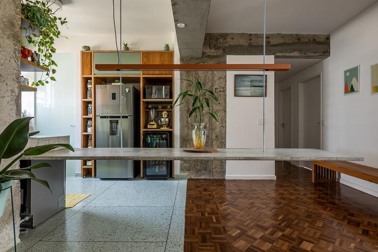 Higienópolis Apartment / Teresa Mascaro, © Pedro Mascaro