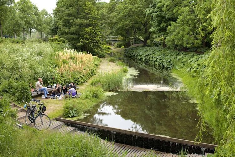 Em meio à pandemia de Covid-19, reserve um tempo para se reconectar com a natureza, Cultuurpark Westergasfabriek (2006) / Gustafson Porter + Bowman,  Holanda. Image Cortesia de Gustafson Porter + Bowman