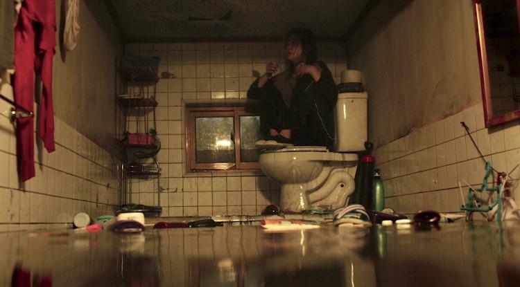 """""""Parasita"""" e a arquitetura de interiores do cinema, Casa da família Kim em """"Parasita"""". Screenshot"""