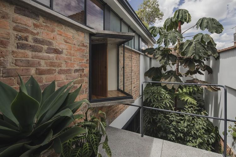 Casa Taller Barrio BCH / Yemail Arquitectura , © Alejandro Arango