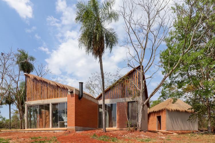 Rancho de paja en Ita / Cinco Patas al Gato + Biocons Arquitectos, © Diego Saravia
