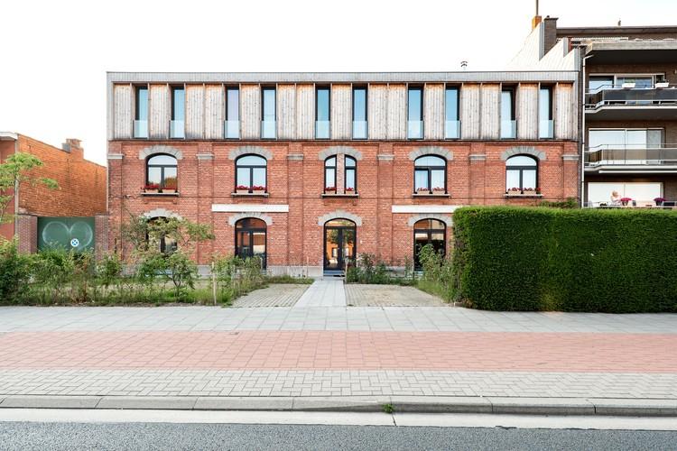 Co-Housing in a Former Police Station / POLYGOON Architectuur + Jouri De Pelecijn Architect, © Jessy van der Werff