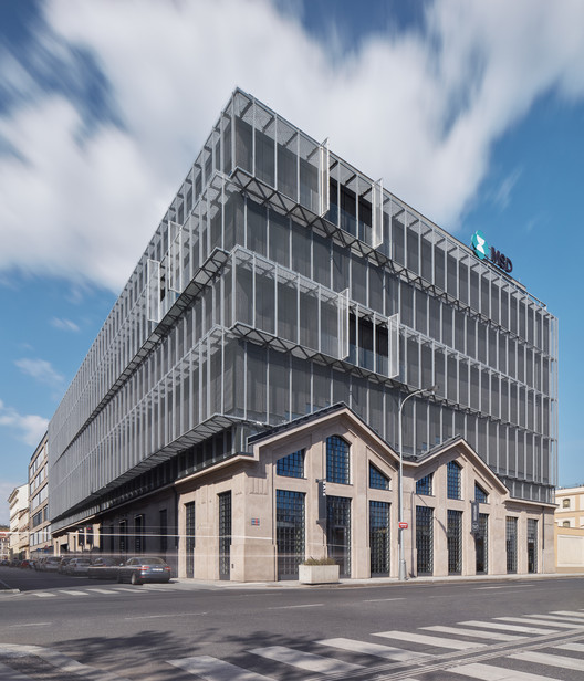 Five Building / QARTA architektura