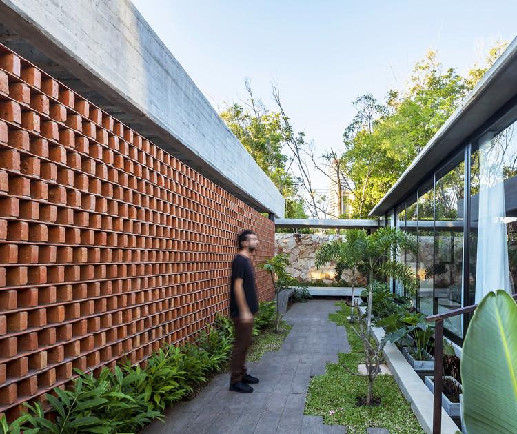 Estrategias bioclimáticas en Paraguay: Refrigeración y ventilación natural mediante técnicas tradicionales, Casa Patios / Equipo de Arquitectura + José Cubilla. Image © Federico Cairoli