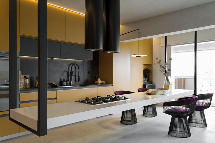 Cozinha Dijon / Diego Revollo Arquitetura. Imagem @Alain Brugier