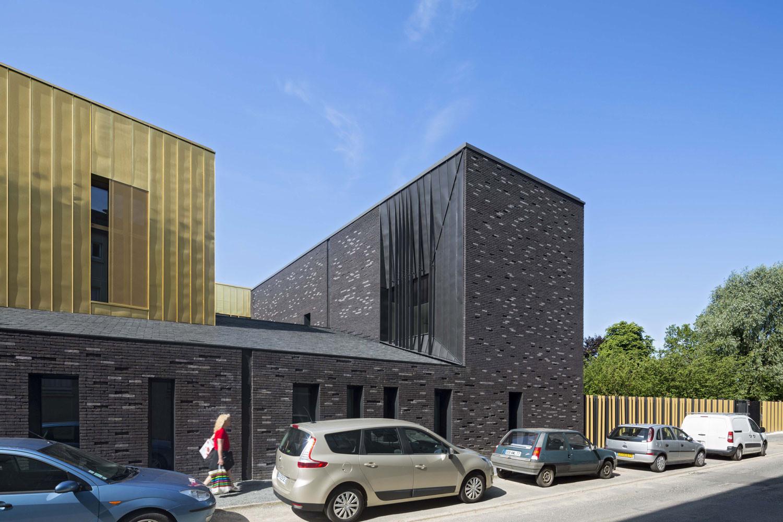 10 tipos de techos y las posibilidades de las cubiertas de pizarra,Music Conservatory in Melun / DE-SO. Image © Herve Abbadie