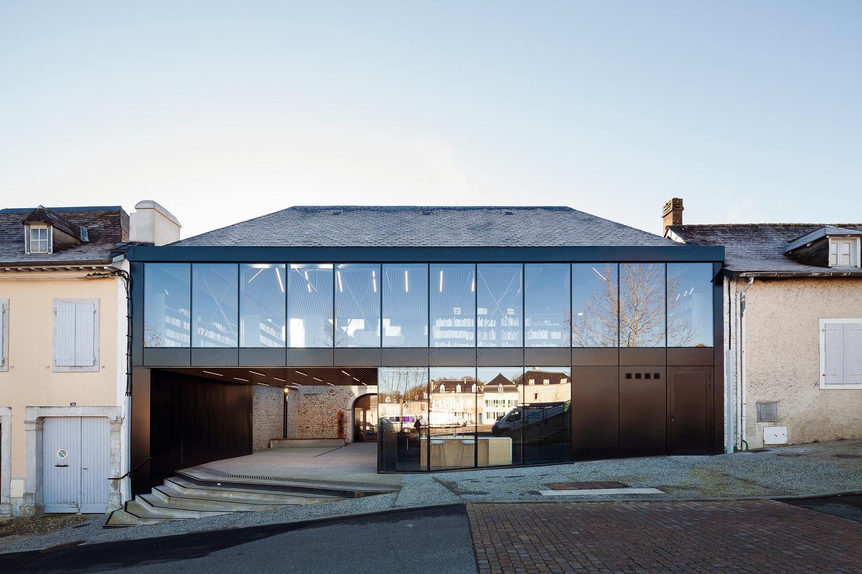 10 tipos de techos y las posibilidades de las cubiertas de pizarra,MéMo Médiathèque of Monein / OECO Architectes. Image © Franck Brouillet