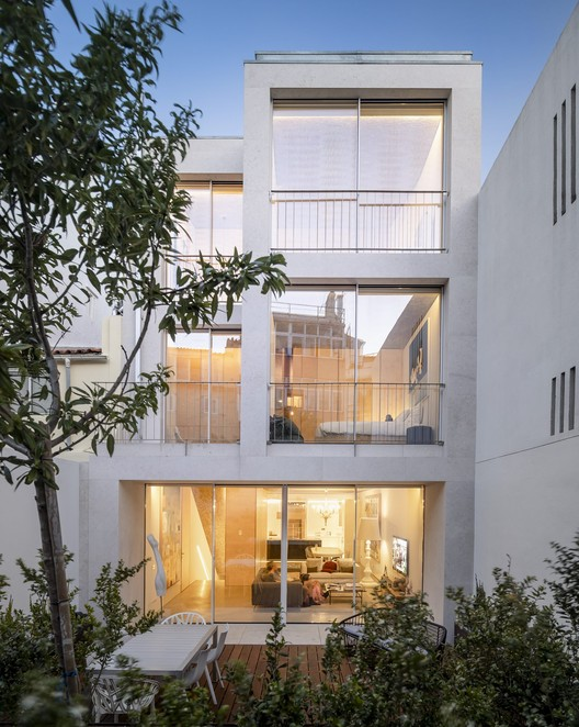 Olival Street House / ARX Portugal, © Fernando Guerra | FG+SG