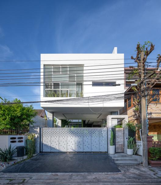 Wachiratham Villa / AplusCon Architects, © Rungkit Charoenwat