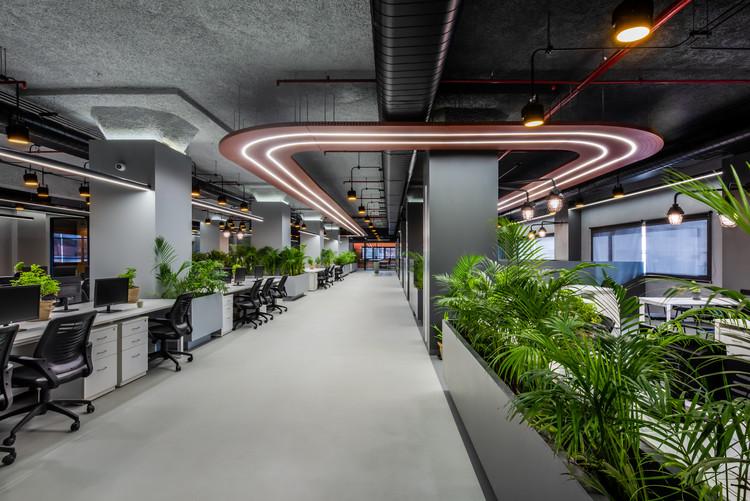 Alembic Real Estate and Paushak Workspace / The Crossboundaries, © Cross Clicks
