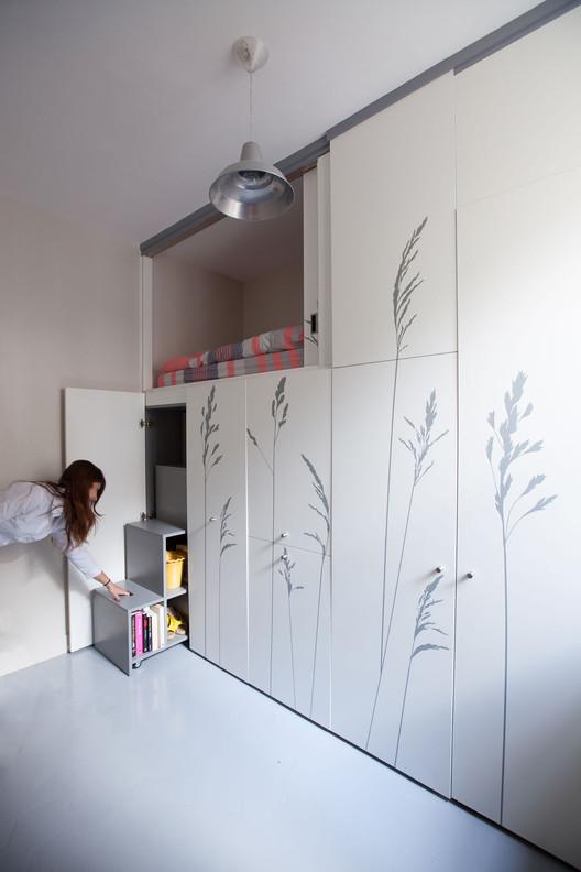 Tiny Apartment In Paris / Kitoko Studio. Image © Fabienne Delafraye