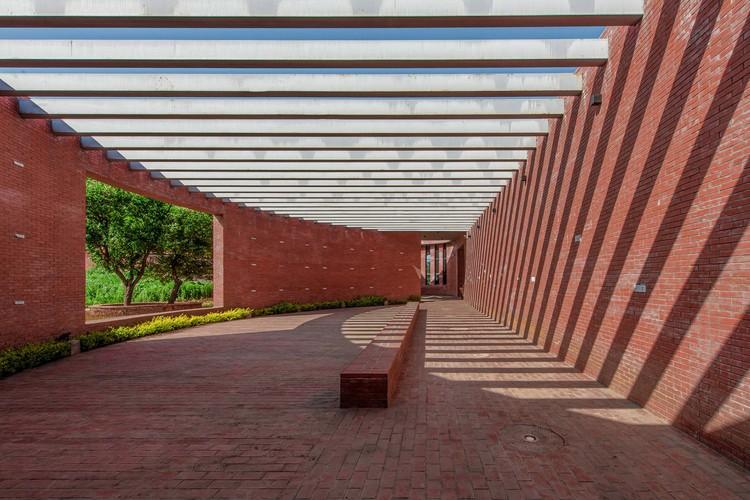 Edifício Cerimonial Lizigou / KEYWORKS + RENGARCH, Interior do Salão Cerimonial. Imagem © Leo Sun