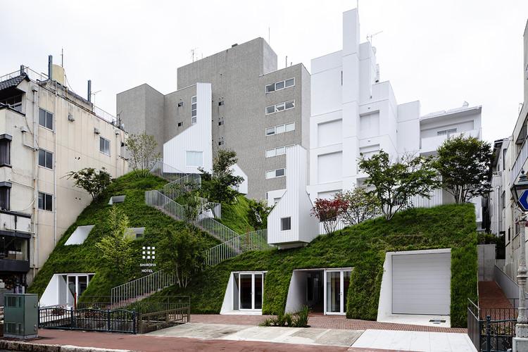 SHIROIYA Hotel / Sou Fujimoto Architects, Shiroiya Hotel Green Tower 1 . Image © Shinya Kigure