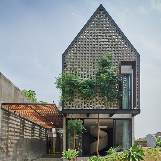 Casa breeze blocks / Tamara Wibowo Architects