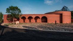 Lizigou Red Brick Ceremonial Hall Building / KEYWORKS + RENGARCH