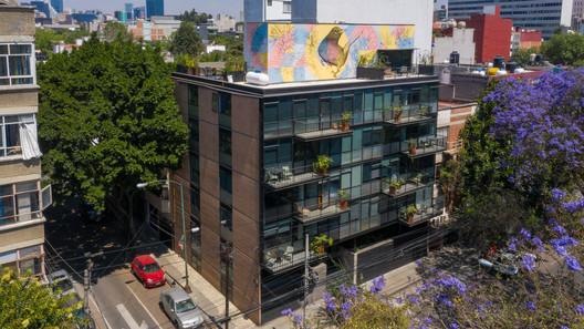 Edificio MO47 / ZD+A