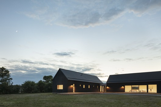 Ell House / Ravi Handa Architect + AAmp Studio