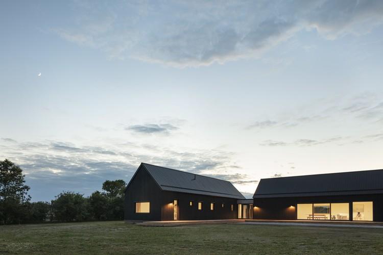 Ell House / Ravi Handa Architect + AAmp Studio, © Maxime Brouillet