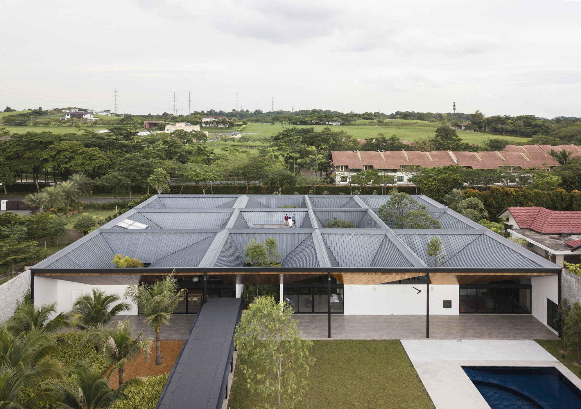 Cloister House / Formwerkz Architects