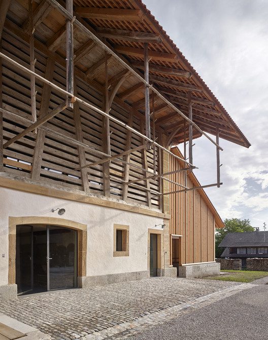 Renovación del castillo Münchenwiler / bernath+widmer. Image © Roland Bernath