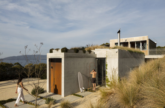 Wallis Lake House / Matthew Woodward Architecture