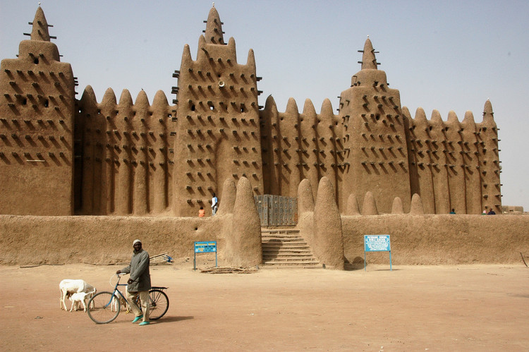 Great Mosque of Djenné, Mali. Image © Wikimedia user Ruud Zwart licensed under CC BY-SA 2.5 NL