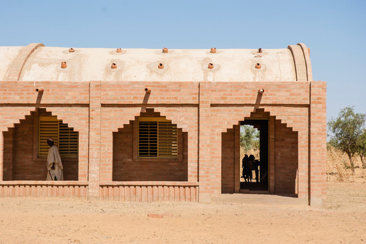 Primary School Tanouan Ibi, Mali. Image Courtesy of LEVS Architecten