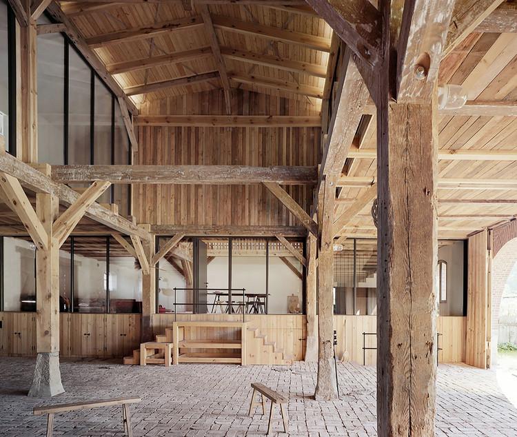 De celeiros a casas: projetos de reuso e adaptação em paisagens rurais da Europa, LANDHAUS / Thomas Kröger Architekt. Image © Thomas Heimann
