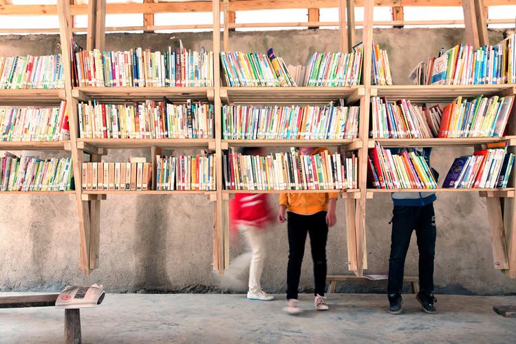 Dicas de leituras para ser antirracista na prática profissional, Biblioteca e Centro Comunitário Pinch / Olivier Ottevaere + John Lin. Imagem Cortesia de Olivier Ottevaere + John Lin