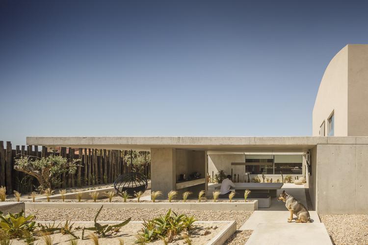 EV House / ARTSPAZIOS group, © Fernando Guerra | FG+SG