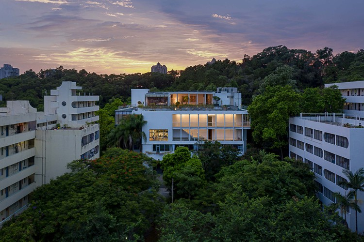 The Mountain View / Onexn Architects, East facade and Yanhan Mountain at dusk. Image © Chao Zhang