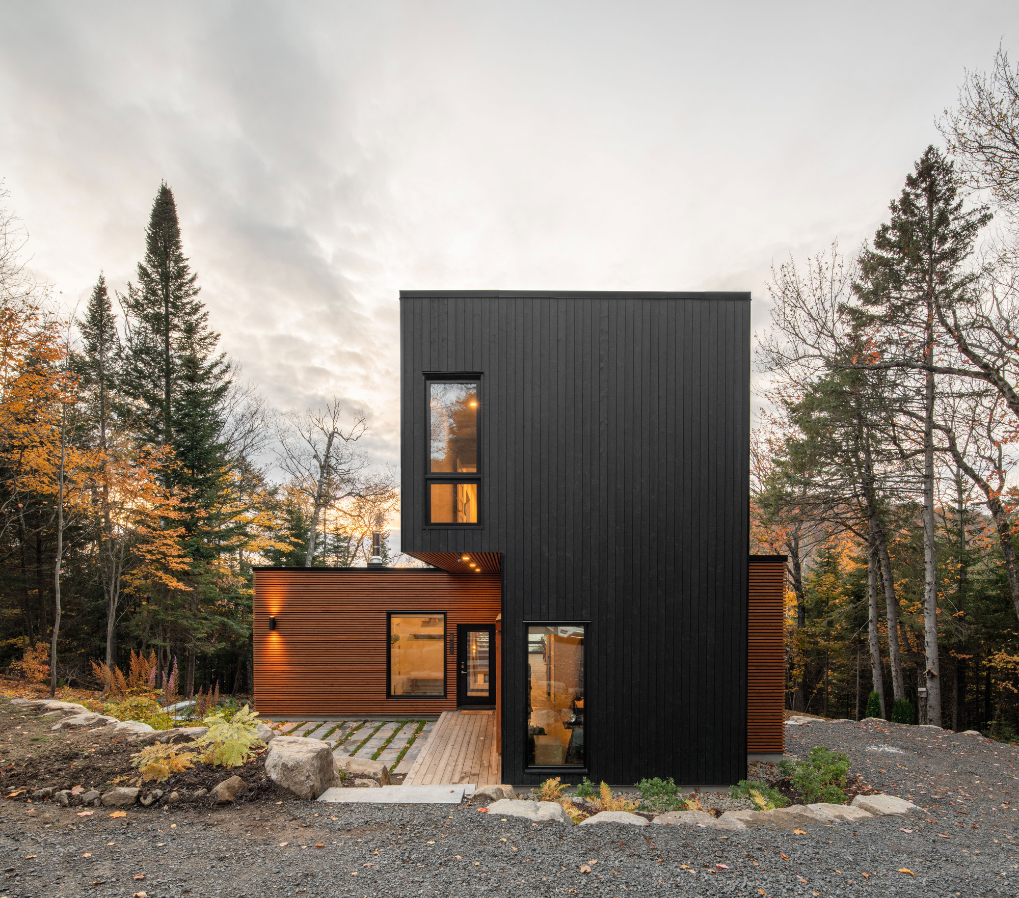 Gallery of Prefabricated Country Home / Figurr Architects Colective - 1