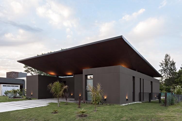 Casa Delia / Caparroz Arquitectura, © Albano Garcia