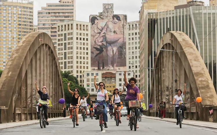 Por uma cidade onde mulheres sempre possam pedalar, Cortesia de Portal Aprendiz