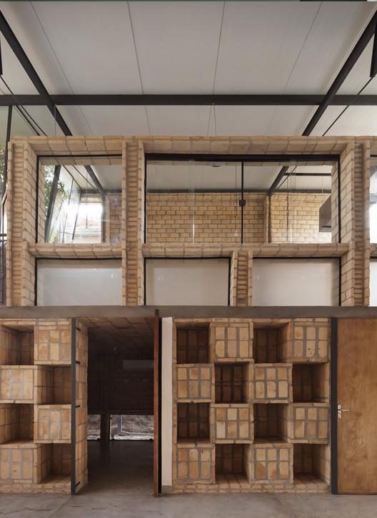 Oficinas Nordeste / Mínimo Común Arquitectura. Image © Federico Cairoli