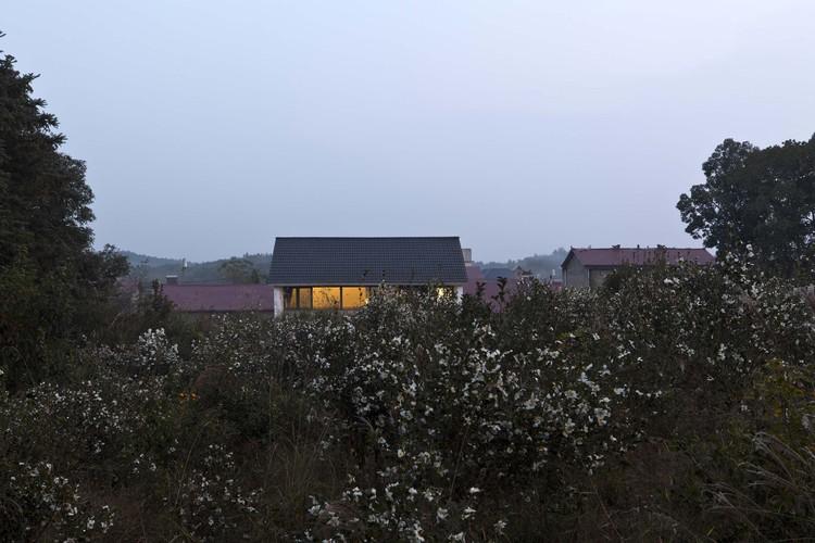 relationship with village. Image © Kunpeng Liu