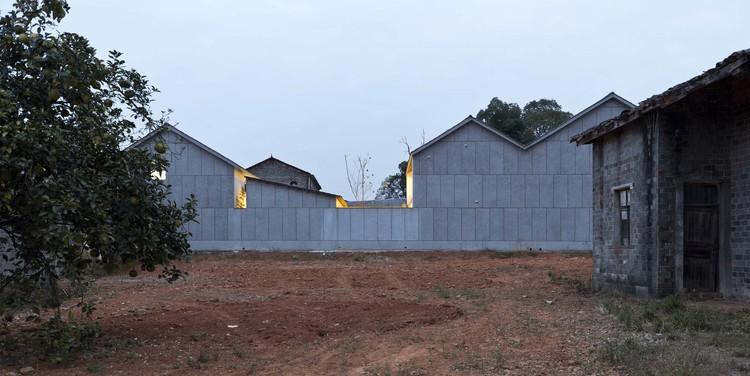 Tang House / Atelier ZAI, a house with yards. Image © Kunpeng Liu