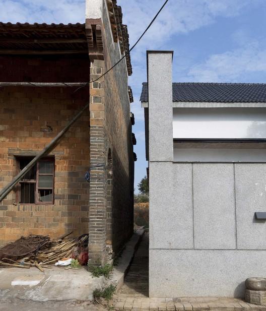 old and new walls. Image © Kunpeng Liu