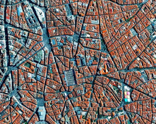 Barrio de La Latina, Madrid. Image created by @dailyoverview, source imagery @maxartechnologies