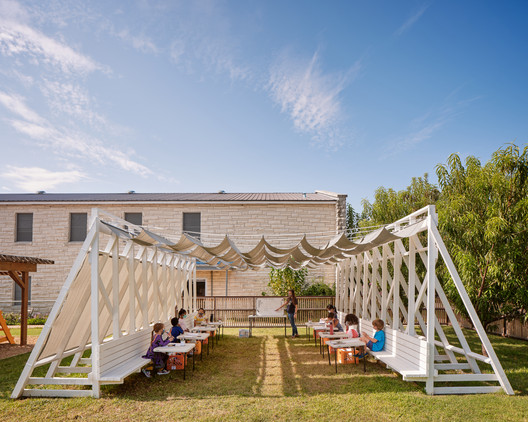 Temporary Tiger - Covid Classroom / Murray Legge Architecture