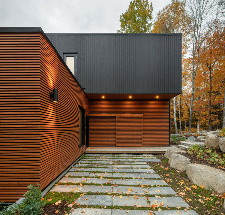 Prefabricated Country Home / Figurr Architects Colective. Image © David Boyer