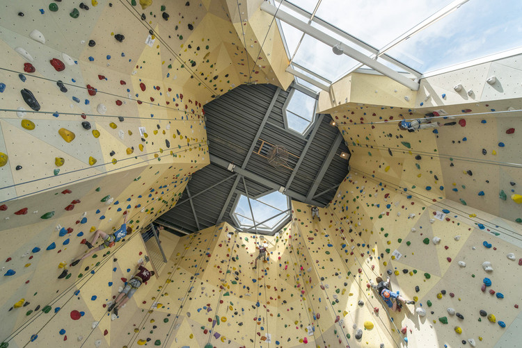 Chimneys, Overhangs and Anchors: The Architecture of Climbing Gyms, © Ralph Kämena