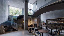 NEOBRIDGE Hotel / XING DESIGN