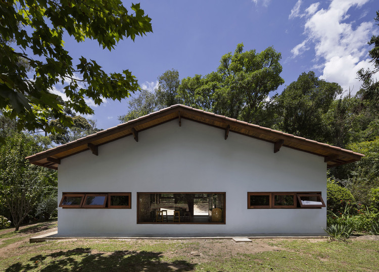 Nica / messina house renovation    rivas.  Image: © Federico Cairoli