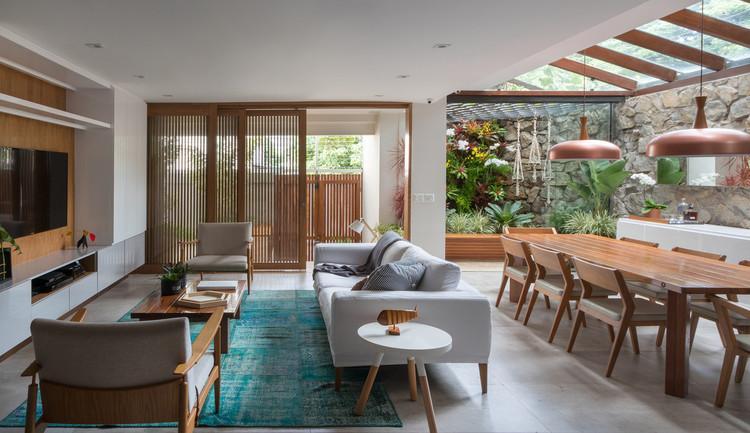 Home Renovation Designed by Zanine Caldas / PKB Arquitetura.  Image: © André Nazareth