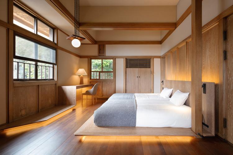Transformação de Casa no Estilo Pradaria de Frank Lloyd Wright em um Hotel / Kamiya Architects, © Takumi Ota
