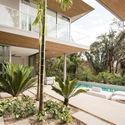 StudioSaxe Courtyard 14 - The Courtyard House: Biệt thự 400m2 hiện đại không gian mở ấn tượng